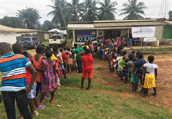 Kids queue up for VBS registration